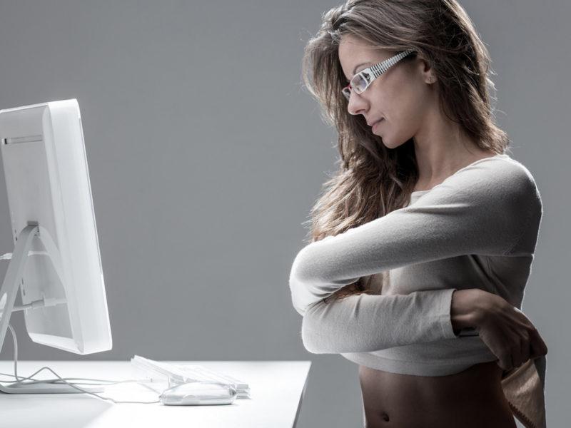 web-model-monitor-provokaciya