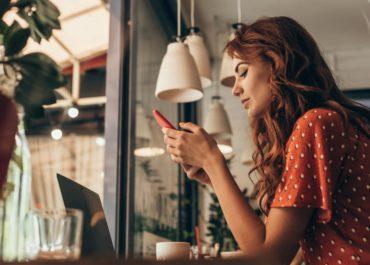 Работа веб-моделью с телефона — особенности и плюсы